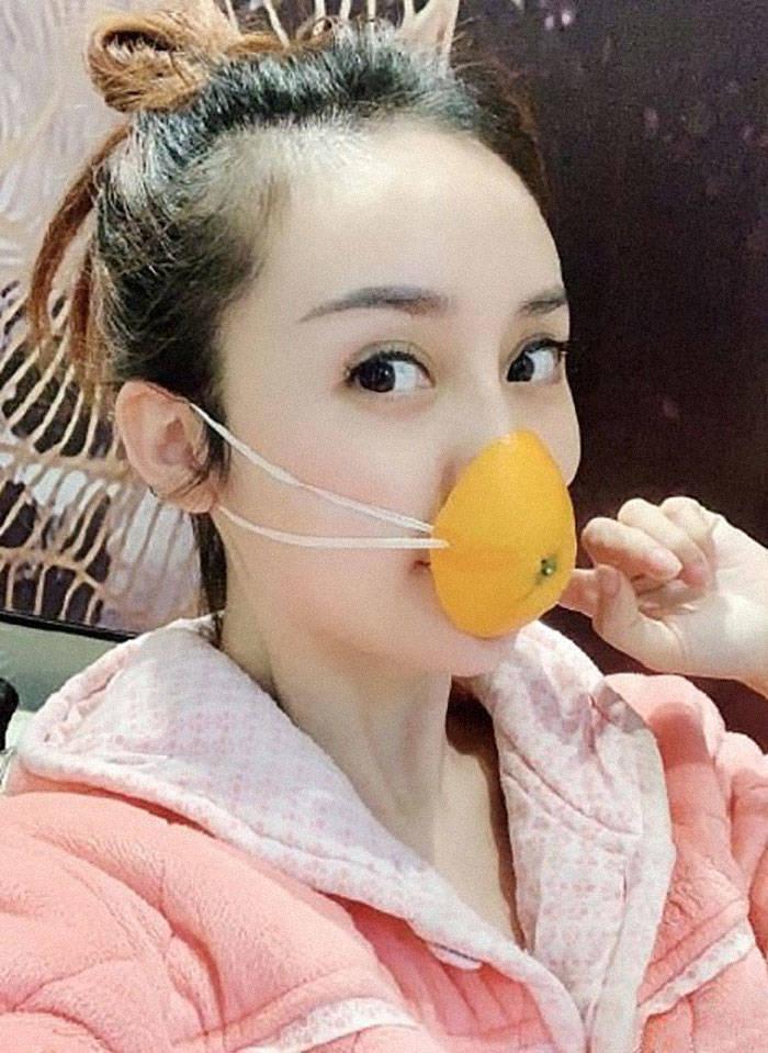 Näin kiinalaiset suojautuvat koronavirusta vastaan – koomiset kuvat leviävät netissä
