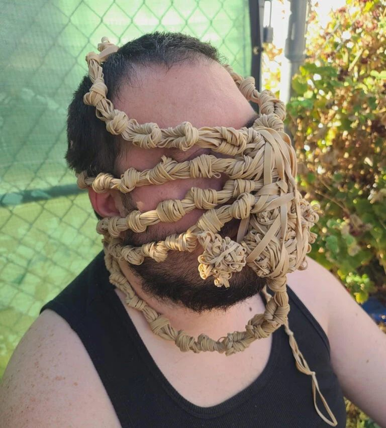 Alien Facehugger kuminauhoista